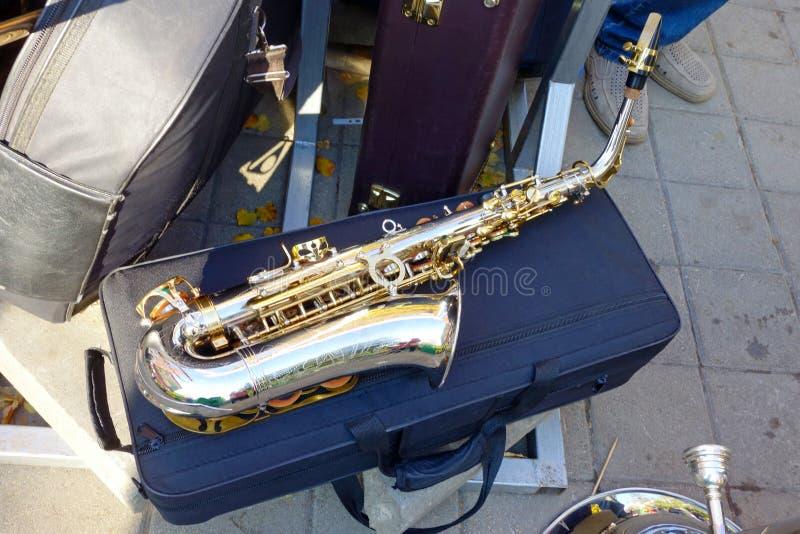Saxophone σε μια κλειστή περίπτωση στοκ εικόνες με δικαίωμα ελεύθερης χρήσης