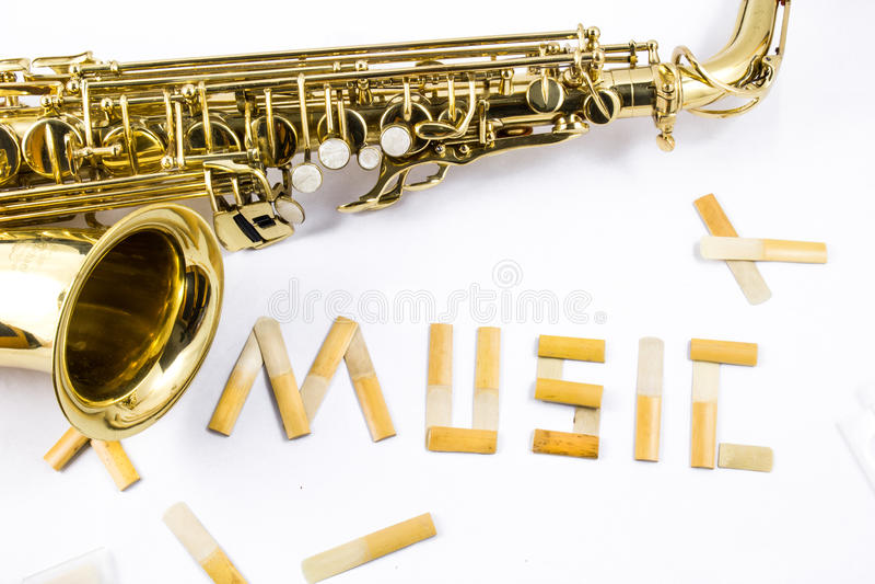 Saxophone στο άσπρο υπόβαθρο στοκ φωτογραφία με δικαίωμα ελεύθερης χρήσης