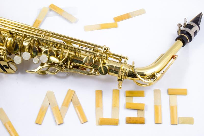 Saxophone στο άσπρο υπόβαθρο στοκ εικόνες