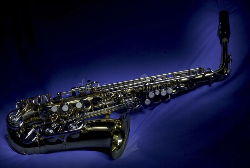 Saxophone στο βαμβάκι στοκ φωτογραφία με δικαίωμα ελεύθερης χρήσης