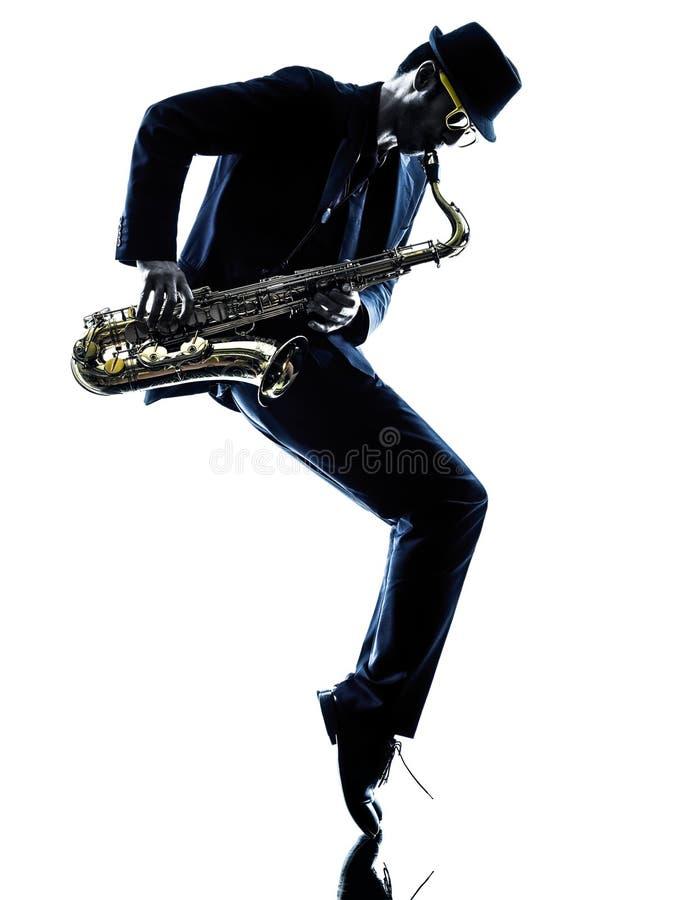 Saxophoniste d'homme jouant le joueur de saxophone photo stock