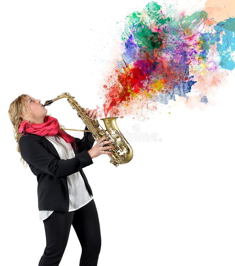 Saxophoniste de femmes photo stock