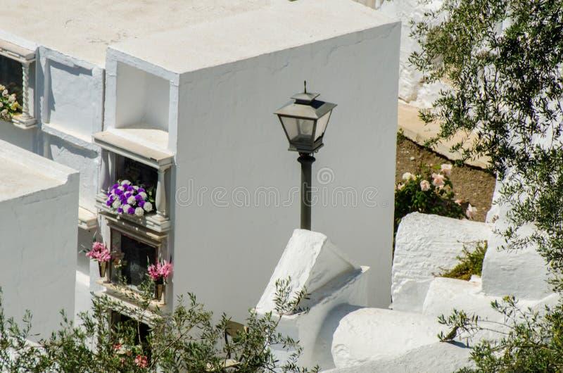SAYALONGA, ΙΣΠΑΝΙΑ - 6 Μαΐου 2018 χαρακτηριστικό ισπανικό νεκροταφείο στο ρ στοκ εικόνες με δικαίωμα ελεύθερης χρήσης