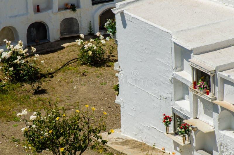 SAYALONGA, ΙΣΠΑΝΙΑ - 6 Μαΐου 2018 χαρακτηριστικό ισπανικό νεκροταφείο στο ρ στοκ εικόνες