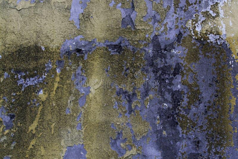 Sbucciatura della parete e colori abbandonati fotografia stock libera da diritti