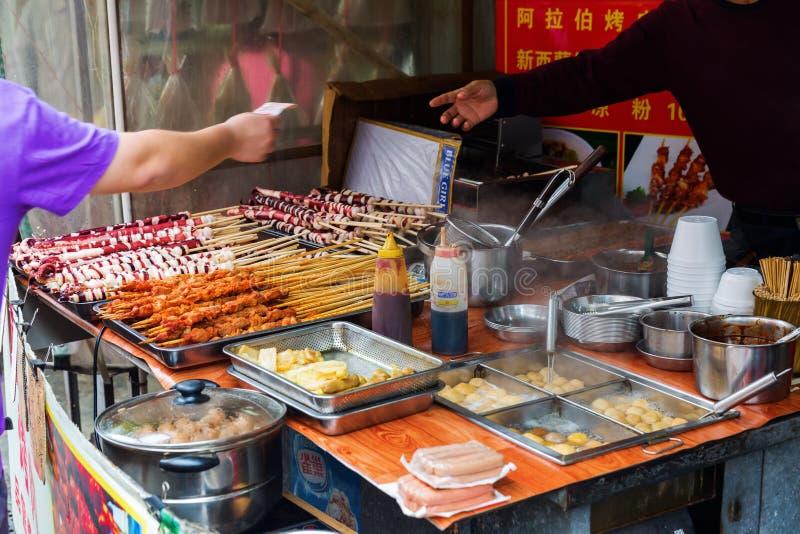 Scène bij een kokwinkel in Tai O, Lantau-Eiland, Hong Kong stock fotografie
