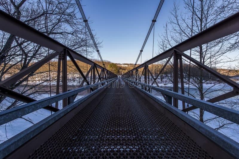 Scène d'hiver du pont suspendu historique au-dessus du fleuve Delaware photographie stock libre de droits