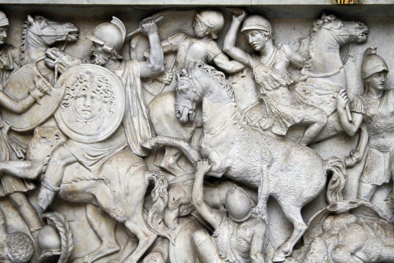 Scène de bataille au-dessous de statue d'un dieu de rivière (l'Arno) photographie stock libre de droits