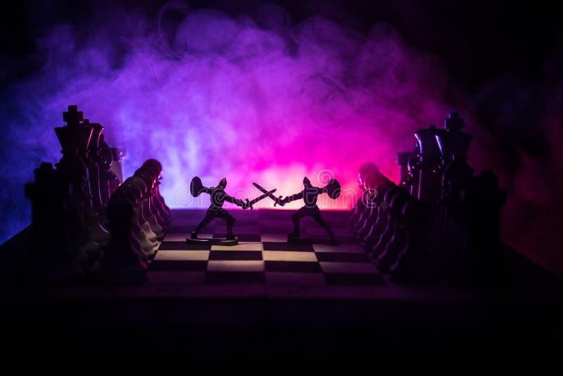 Scène de bataille médiévale avec la cavalerie et l'infanterie sur l'échiquier Concept de jeu de société d'échecs des idées d'affa photographie stock libre de droits