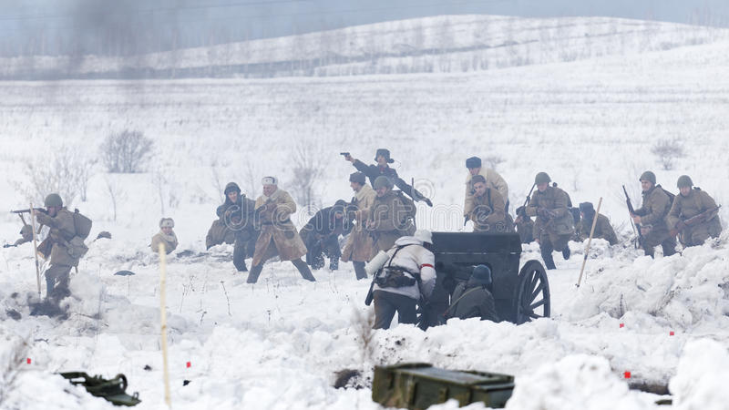 Scène de bataille pendant le festival militaire-historique photos stock
