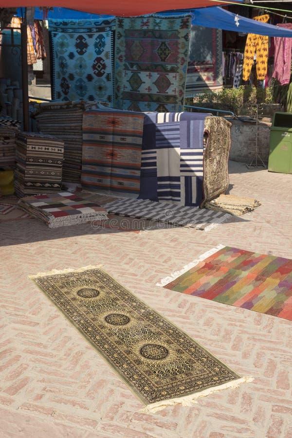 Download Scène de boutique de tapis photo stock. Image du tradition - 87705402