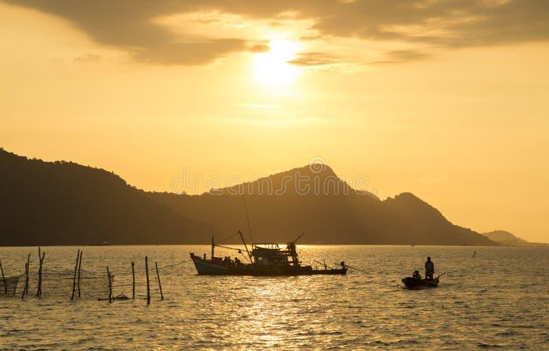 Scène de coucher du soleil en île de plage de Phu Quoc photos stock