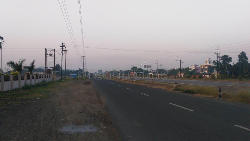Scène de début de la matinée de route indienne images libres de droits