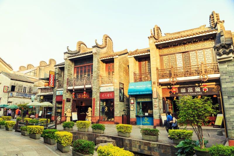 Scène de la ville antique chinoise, vieille rue traditionnelle d'achats d'affaires en Chine images libres de droits