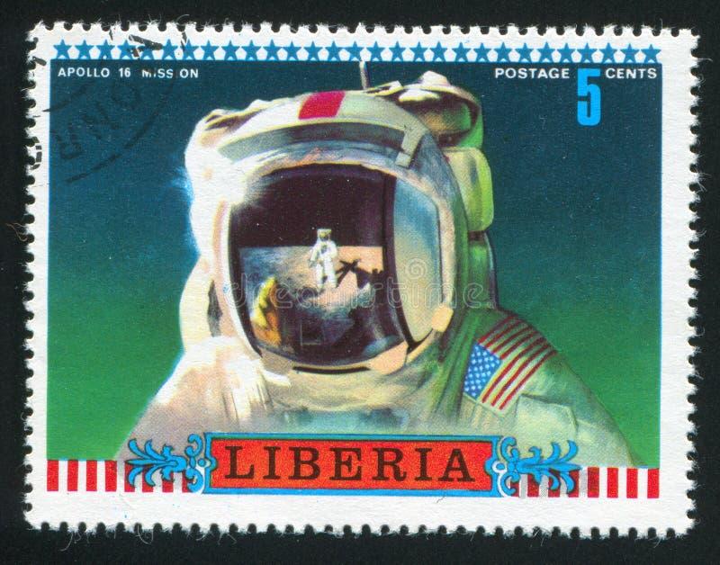 Scène de lune reflétée dans le casque d'astronautes image libre de droits