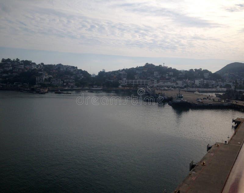 Scène de Manzanillo, Colima, Mexique d'un bateau de croisière photo stock
