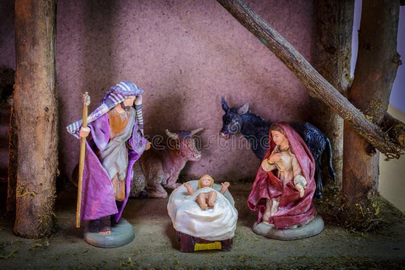 Scène de nativité d'ornement de Noël de vache de Bethlehem Mary, à Joseph et à Jesus The Angel The et du boeuf photo libre de droits