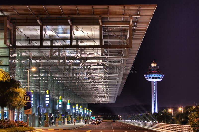Scène de nuit à l'entrée du terminal d'aéroport de Changi 3 images libres de droits