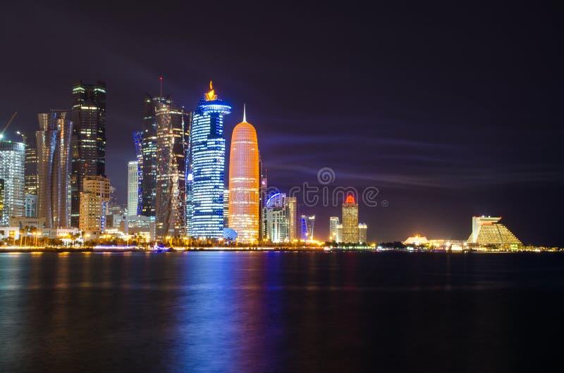 Scène de nuit d'horizon de Doha photographie stock libre de droits