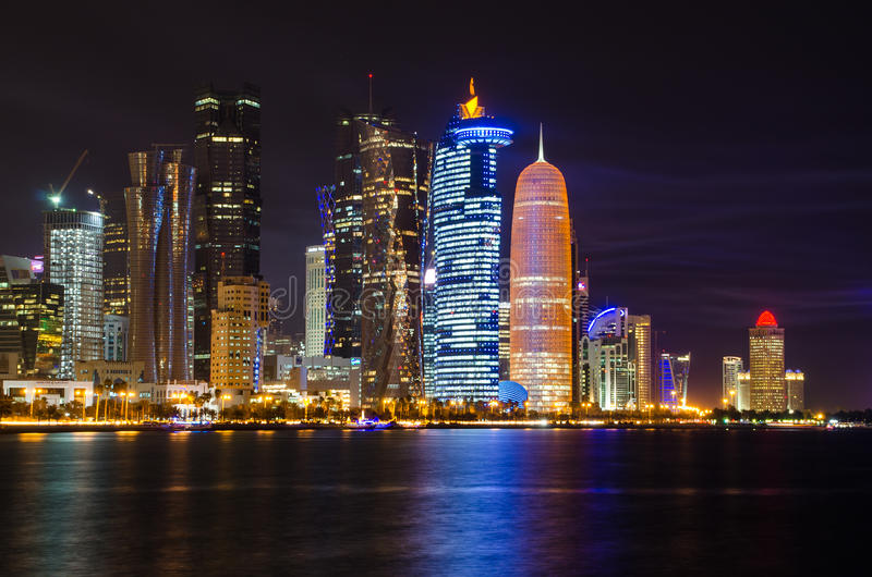 Scène de nuit d'horizon de Doha images libres de droits