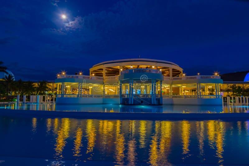 Scène de nuit d'une pleine lune au palladium grand la nuit images stock