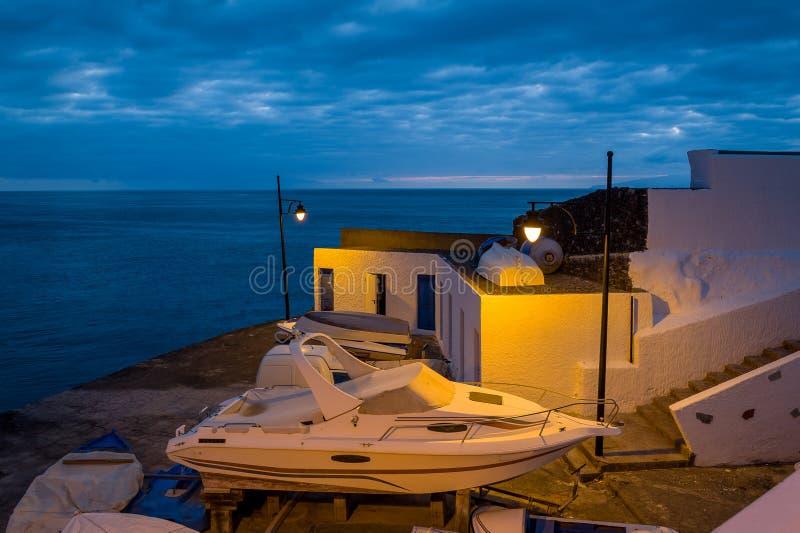 Scène de nuit dans la marina de Santiago photographie stock libre de droits