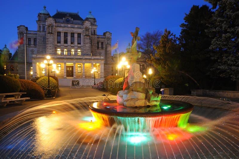 Scène de nuit de fontaine photos libres de droits