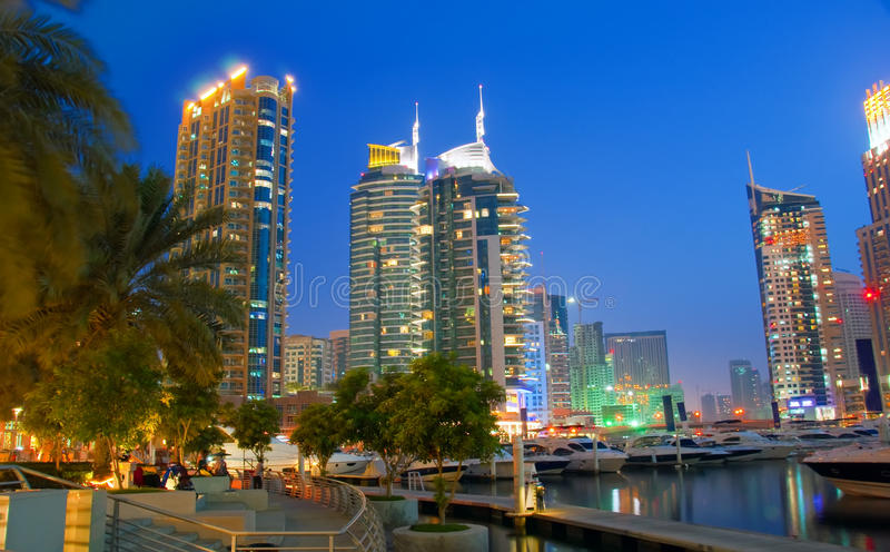 scène de nuit de marina de 7 Dubaï image stock