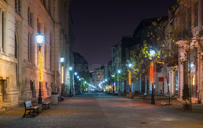 Scène de nuit de vieux centre de ville de Bucarest photographie stock libre de droits