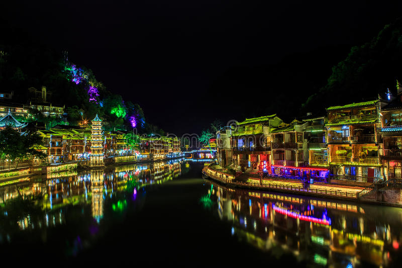 Scène de nuit de ville antique de Fenghuang (Phoenix) photo stock