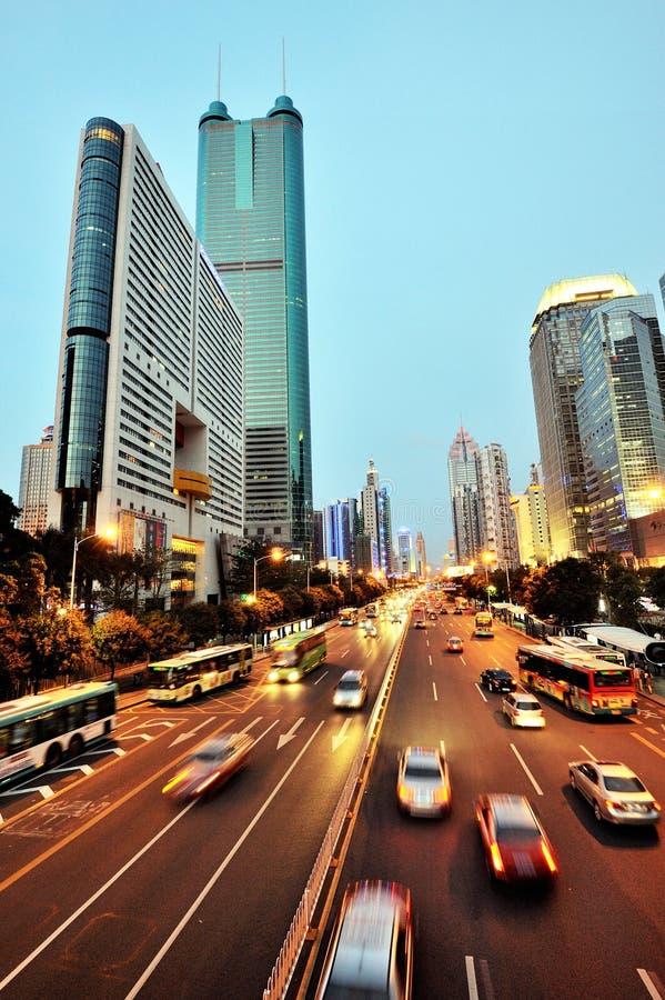 Scène de nuit de ville et la route photographie stock libre de droits