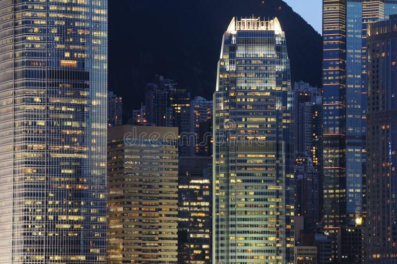 Scène de nuit des constructions d'affaires photo stock