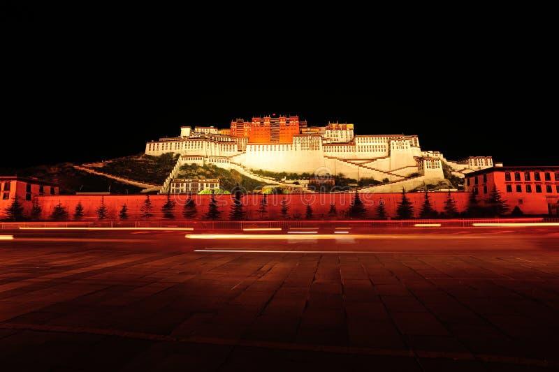 Scène de nuit du Palais du Potala, Thibet images stock