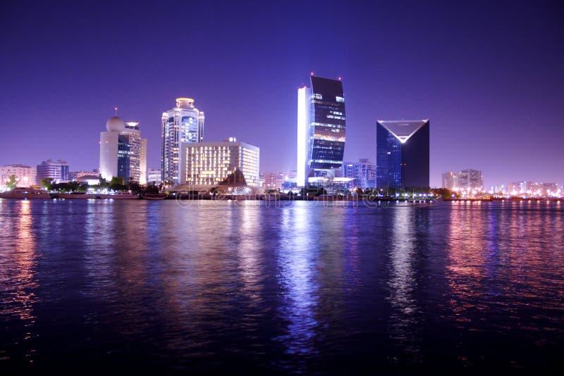 Scène de nuit, Dubaï, ara uni image stock