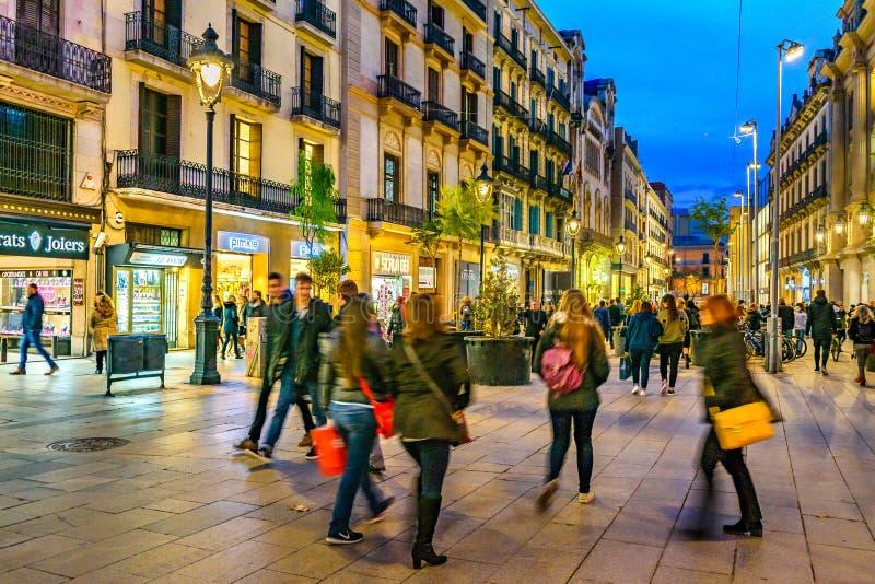 Scène de nuit de rue, Barcelone, Espagne photographie stock