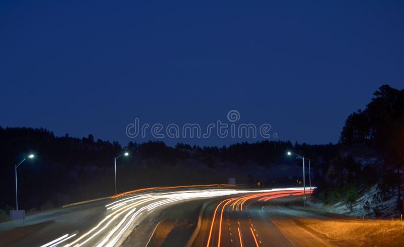 Scène de nuit sur la route photographie stock