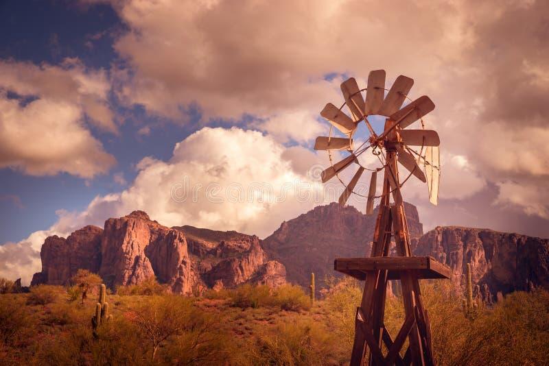 Scène de paysage de montagne de désert d'Az photographie stock libre de droits