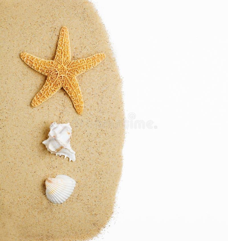 Scène de plage sur le blanc image libre de droits