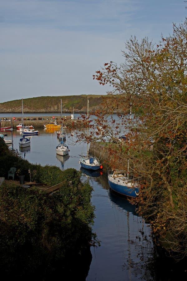 Scène de port, baie de Cemeas, Anglesey photo stock