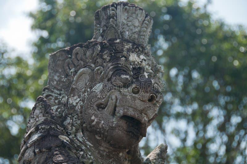 Scène de portrait de statue artistique de pierre de lion de Bali image libre de droits