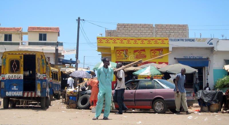 Scène de rue à Dakar image stock