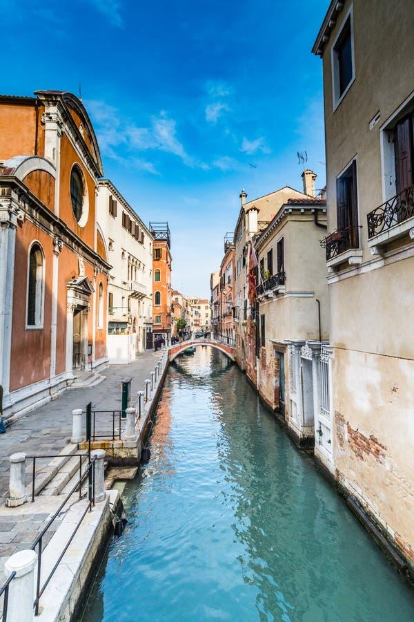 Scène de rue à Venise, Italie images stock
