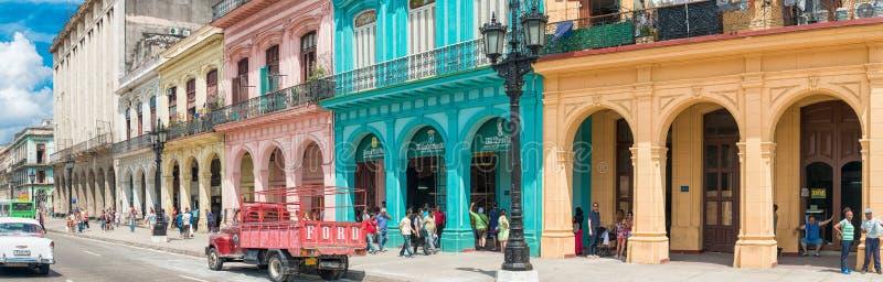 Scène de rue avec des gens à vieille La Havane photo libre de droits