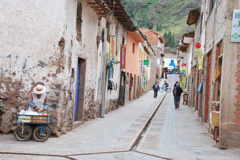 Scène de rue dans la ville de Pisac photos libres de droits