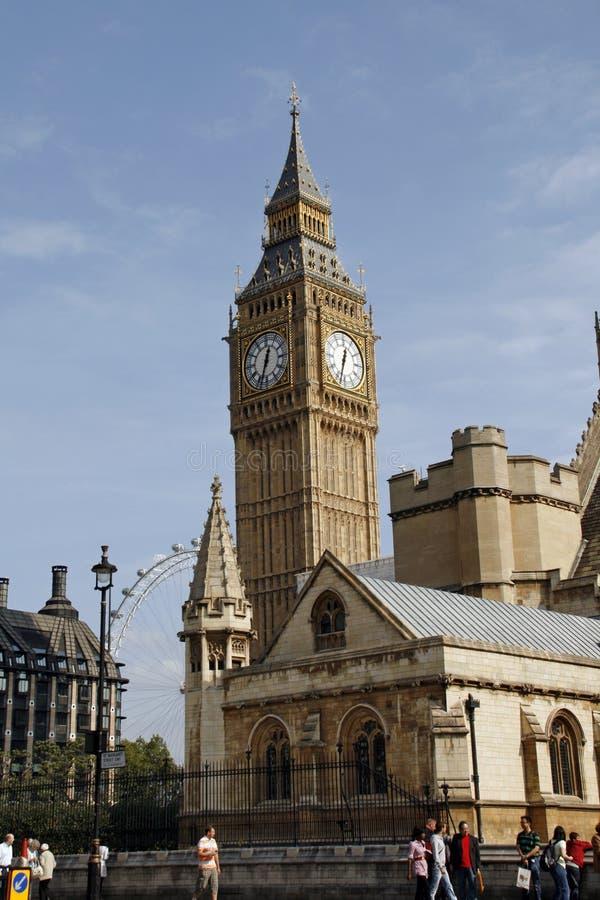 Scène de rue près de Big Ben, Londres. La Grande-Bretagne photos libres de droits