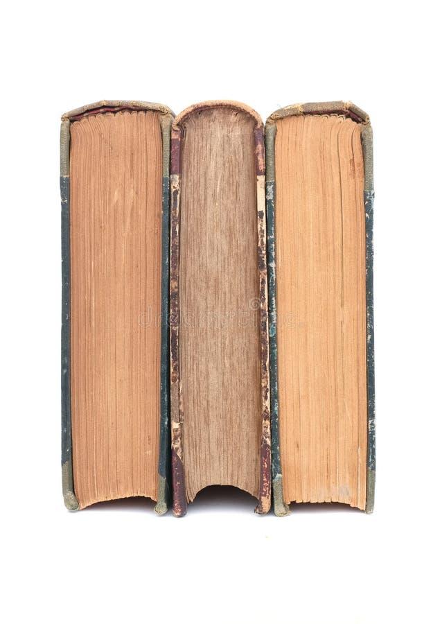 Scène de studio de trois vieux livres sur le fond blanc image libre de droits