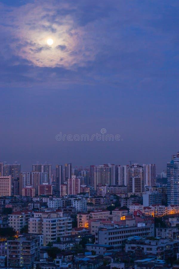 Scène de ville de Guangzhou avant aube image libre de droits