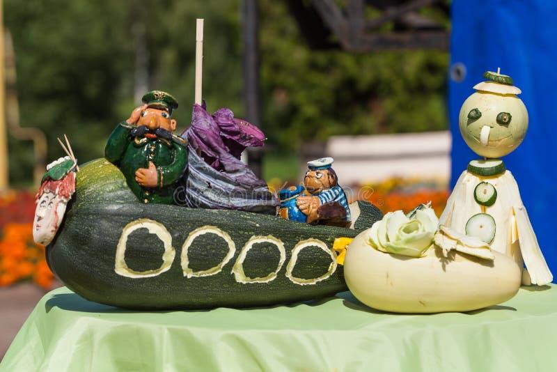 Scène des légumes à la foire dans Uglich, Russie image libre de droits