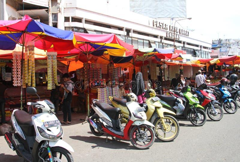 Scène du marché dans Padang, Indonésie photos libres de droits