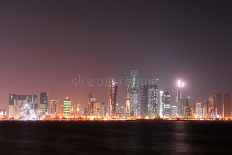 scène du Qatar de nuit de doha de compartiment occidentale photos stock